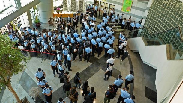 500 Polizisten gegen Hongkongs freie Stimme