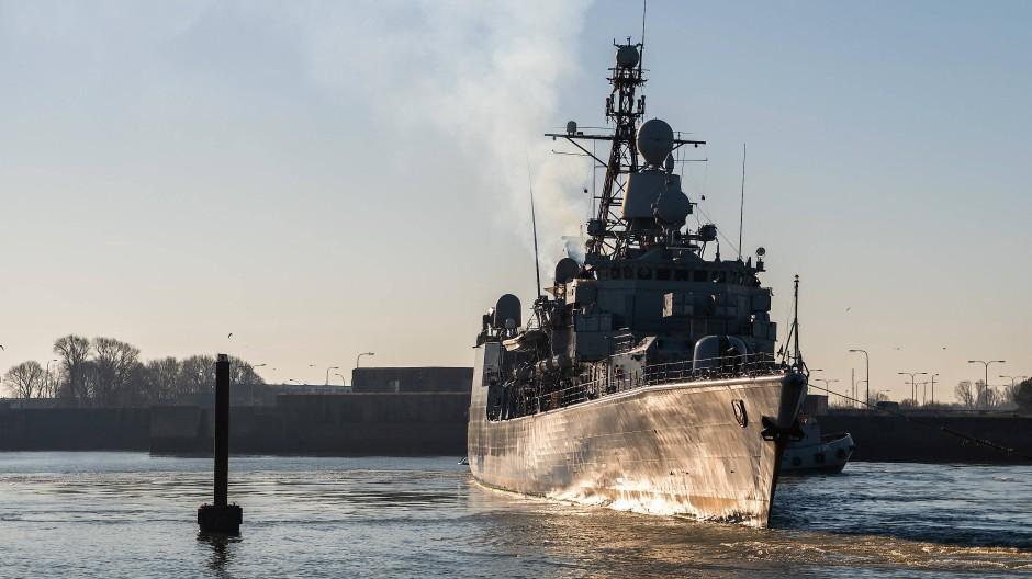 Die Fregatte Augsburg kehrt im Februar 2019 von ihrer letzten Mission in den Marinehafen zurück.