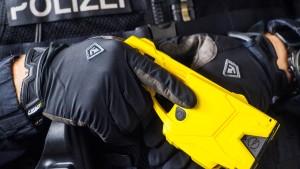 Auch NRW testet Taser im Polizeieinsatz