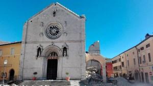 Benedikts Kirche in Nursia liegt in Trümmern