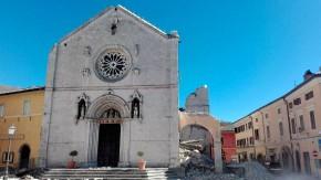 Erdbeben in Italien: Benedikts Kirche in Nursia liegt in Trümmern