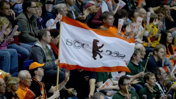 Berlin sieht Volleyball: Die Volleys füllen die Max-Schmeling-Halle