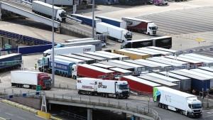 Großbritannien lockert Vorgaben für ausländische Lkw-Fahrer