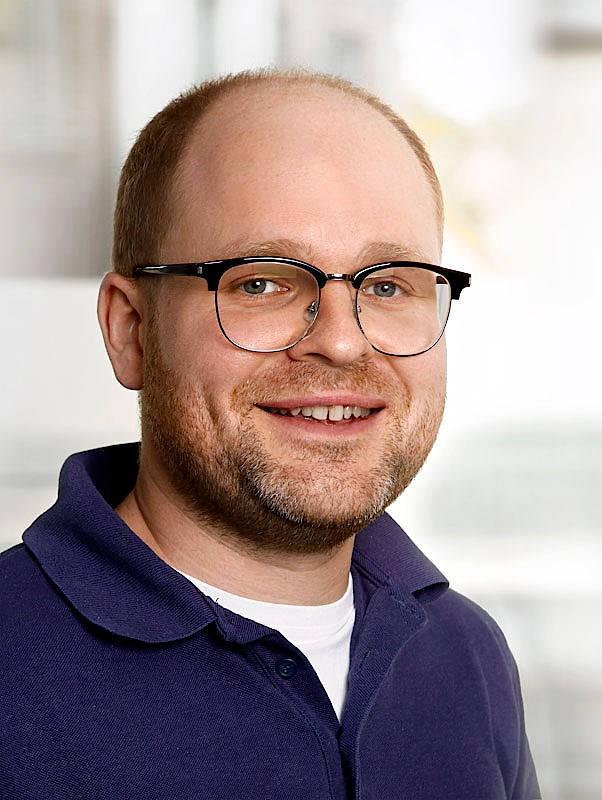 Unter Polizeischutz: Florian Balkau ist Hausarzt und hat eine Praxis in einem Ort in Niedersachsen.