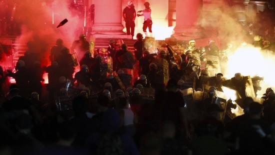 Gewalttätige Proteste in Serbien gegen Präsident Vučić