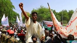 Demonstranten fordern Militärputsch
