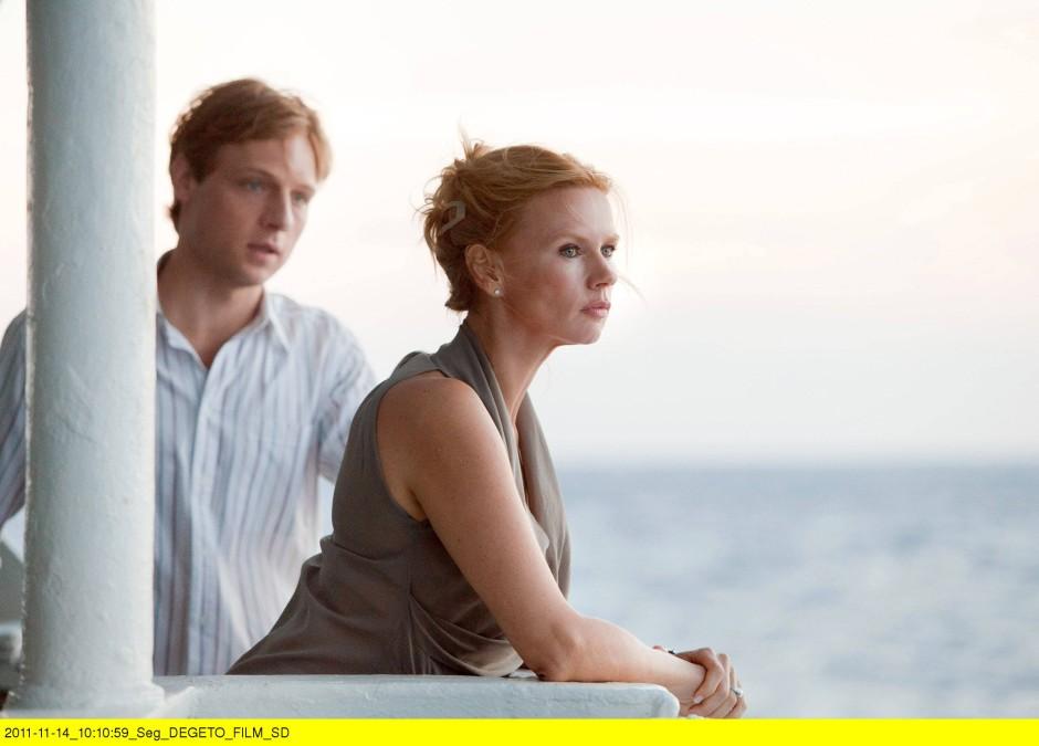 """Nicht nur die Kulisse erinnert ans """"Traumschiff"""". Christoph Letkowski und Veronica Ferres spielen auch so, als wären sie dort."""