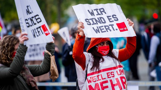 Verdi protestiert mit Partyhits und Konfetti