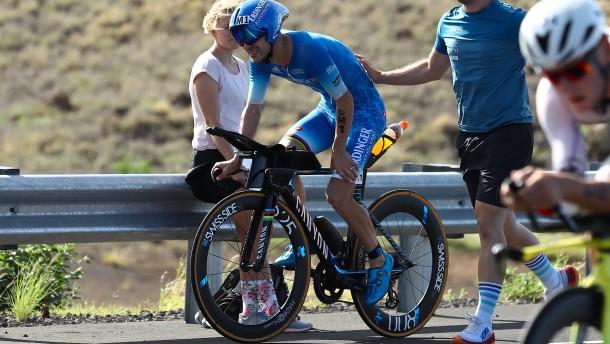 Weltmeister Patrick Lange gibt beim Radfahren auf