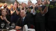 Klatschen in Dresden: Vorne der ehemalige Ministerpräsident Kurt Biedenkopf, dahinter junge CDU-Anhänger