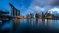 Blick auf die Skyline von Singapur.