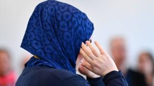 Iranerin wegen Kopftuchprotests verurteilt