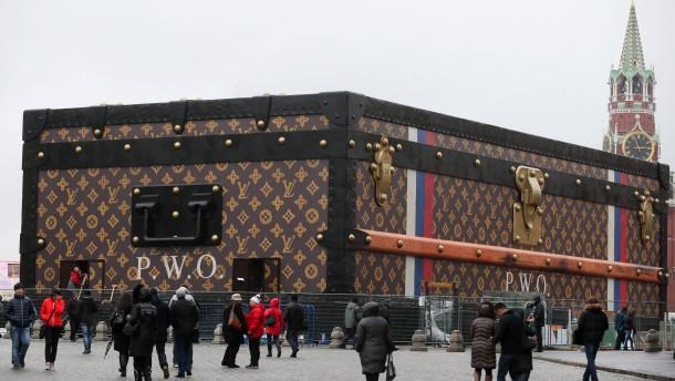 Streit um Riesenkoffer am Roten Platz