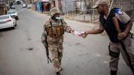 Strenge Regeln: Soldaten auf der Straße in Johannesburg Ende März