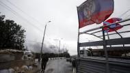 Russland zieht laut Nato Truppen aus Ukraine ab
