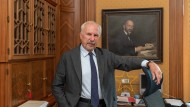 Ewald Nowotny, 75, wurde im Jahr 2008 Chef der österreichischen Notenbank. Heute scheidet er der frühere SPÖ-Politiker und Wirtschaftsprofessor aus dem Amt.