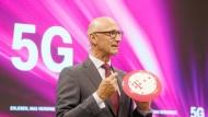 Der Deutschen Telekom um Vorstandschef Timotheus Hoettges droht eine teure Bieterschlacht um die wichtigen Frequenzen.