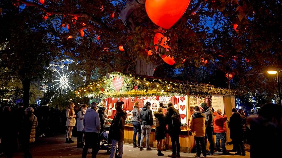 Will schon Weihnachtsstimmung verbreiten: Der Christkindlmarkt in Wien hat bereits am Freitag eröffnet.