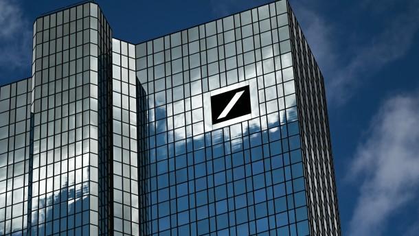 Fitch hebt Bonitätsnote der Deutschen Bank an
