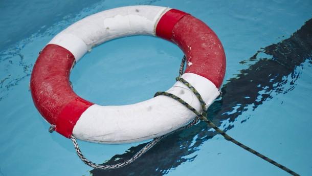 Fünf Jahre altes Mädchen in Schwimmbad ertrunken