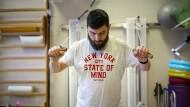 Stefan Gau bei der Physiotherapie