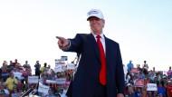 Republikanischer Präsidentschaftskandidat Donald Trump auf einer Wahlveranstaltung in Naples, Florida