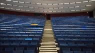 In Anbetracht zwei aktueller Skandale im Bezug auf Politikwissenschaft sehen viele bereits Bilder wie diesen leeren Hörsaal in Bochum vor sich.