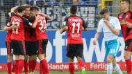 Die Freude bei Freiburgs Spielern über Tabellenplatz fünf ist groß – Schalkes Chancen auf Europa sind wohl endgültig dahin.