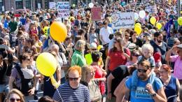 Tausende demonstrieren für mehr Kita-Plätze