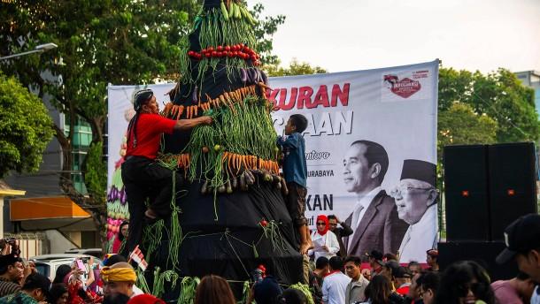 Riesiger Gemüseturm für Präsident Widodo