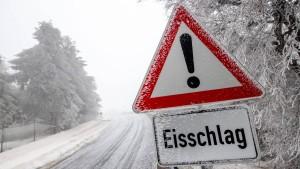 Hochwasser und Eisregen in Hessen