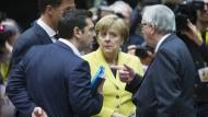 Viel zu bereden: Kanzlerin Merkel diskutiert mit den Herren Rutte, Tsipras und Juncker (v.l.)