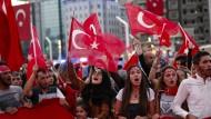 Türkei nach dem Militärputsch: Erdogan-Befürworter auf dem Taksim-Platz in Istanbul