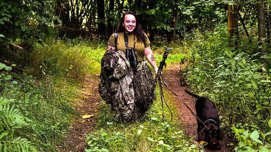 Nicht nur schießen: Lena Rausch (22) geht gerne auf Jagd und in die Natur.