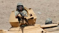 Ein türkischer Soldat bei einem Manöver an der irakisch-türkischen Grenze Ende September