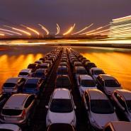 Der schwache Euro belebt den Export: Ford-Autotransport auf dem Rhein aus der Produktion in Köln