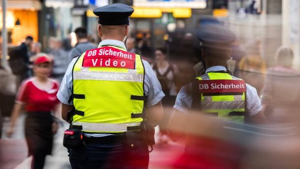 Sicherheitskräfte am Hauptbahnhof tragen jetzt Kamera