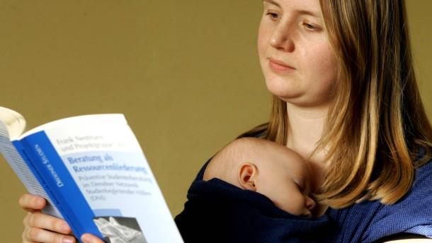 Themendienst Familie: Studium mit Kind