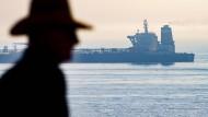 """Der iranische Supertanker """"Grace 1"""" liegt vor der Küste Gibraltars."""