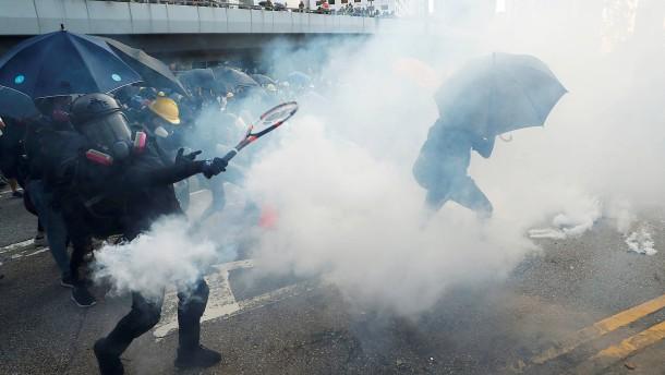 Tränengas und Molotow-Cocktails bei Hongkonger Demonstration