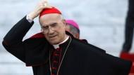 Kardinalstaatssekretär Tarcisio Bertone, 78 Jahre alt, Italiener