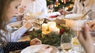 Das Wissen des Schwiegerdarms: Weihnachten mit den Eltern des Partners ist für viele stressiger als Feiertage bei der eigenen Familie.