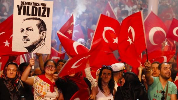 """""""Türkei entfernt sich weiter von Mindeststandards"""""""