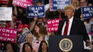 Trump feiert vor Anhängern seinen 100. Amtstag