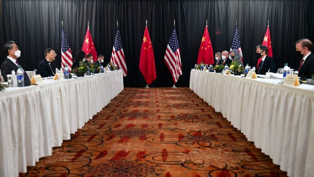 Amerikanische und chinesische Top-Diplomaten streiten vor laufenden Kameras