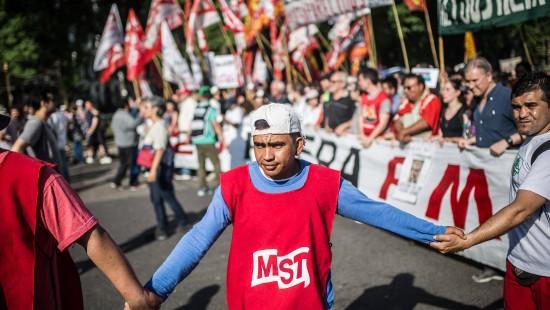 Zehntausende G20-Gegner protestieren friedlich