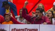 """Maduro warnte die Vereinigten Staaten während einer """"anti-imperialistischen"""" Demonstration in Caracas davor, sich in die inneren Angelegenheiten seines Landes einzumischen."""