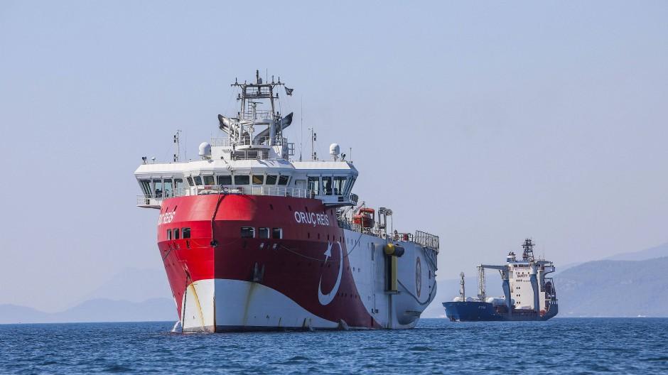 Das türkische Erkundungsschiff Oruc Reis - hier noch vor der Küste Antalyas im Mittelmeer - kreuzt zurzeit vor den griechischen Inseln.