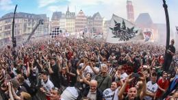 Frankfurt bejubelt den DFB-Pokal am Römer