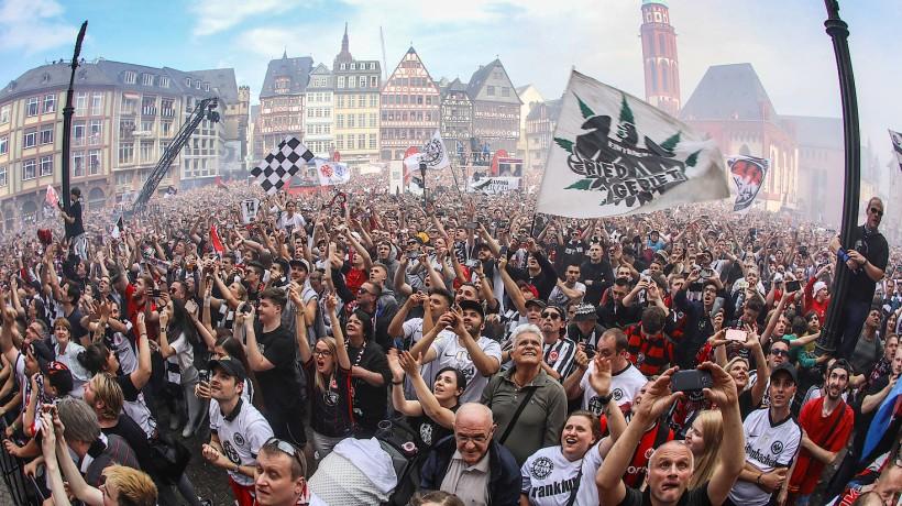 Frankfurt feiert auf dem Römerberg.